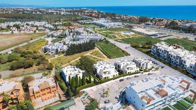 Nová vila s terasou a zahradou poblíž moře, Malaga, Španělsko