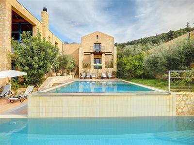Vilový komplex s bazénem v krásném prostředí, Kréta, Řecko