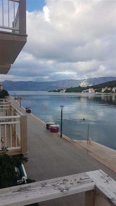 Rodinný dům v 1. řadě u moře, Brač, Chorvatsko