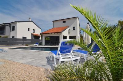 Nová moderní vila s bazénem a zahradou, Krk, Chorvatsko